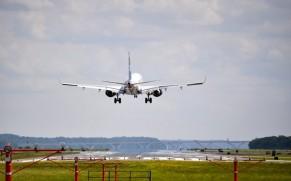 Ar žmogus pirkdamas lėktuvo bilietą už 10 Lt, turi tas pačias teises, kaip pirkdamas už 1000 Lt?