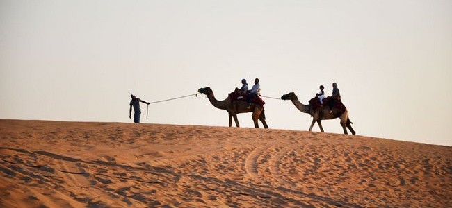 Jungtiniai Arabų Emyratai (JAE): ką nuveikti bekraštėje dykumoje?