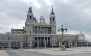 Madrido katedra – miesto puošmena