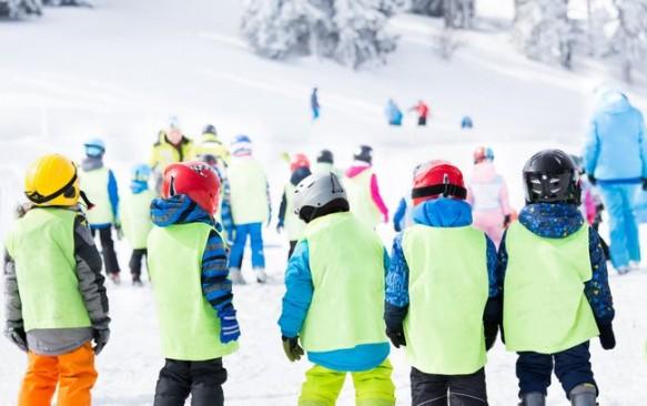 Slidinėjimo sezonas: į ką atkreipti dėmesį ruošiantis šeimos kelionei į kalnus?