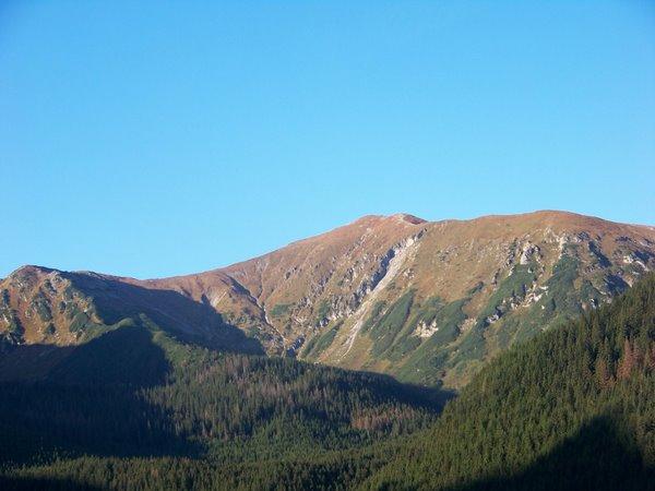 Kalnuose švinta (vaizdas pro keltuvo langą)